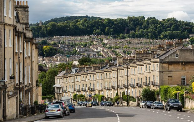 1200px-Bathwick_Hill,_Bath,_Somerset,_UK_-_Diliff