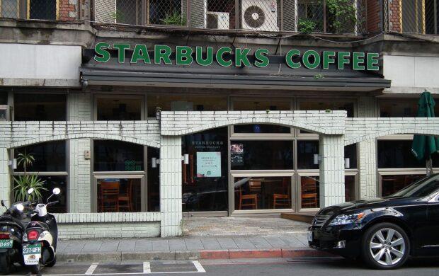Starbucks_Zhongxin_Store_星巴克忠新門市_-_panoramio